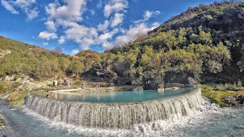 Aguas termales de las piscinas de Benja