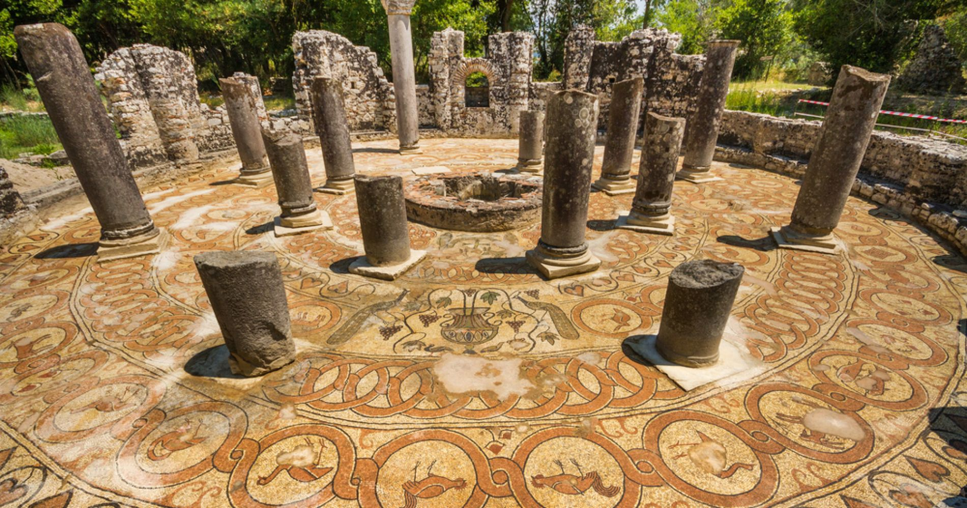Ruinas del baptisterio de Butrint