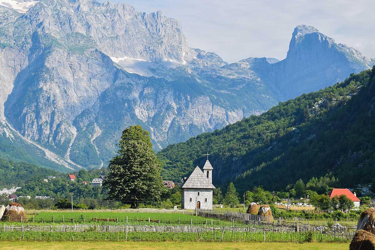 Pueblo de Theth en los Alpes Albaneses