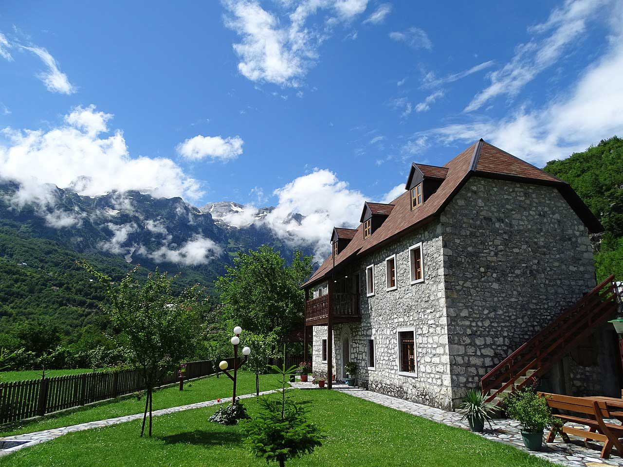 Bed and breakfast en Teth, Alpes albaneses